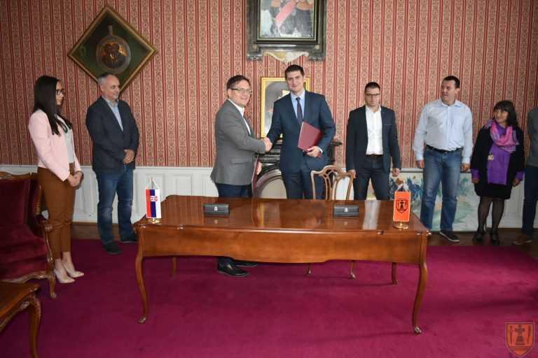 """Потписан Уговор о отуђењу земљишта између Града Пожаревца и компаније """"BAMBI SUCCESS"""" ДОО Пожаревац"""
